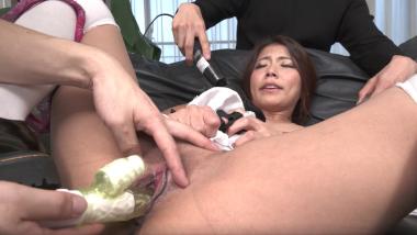 Nami Amami:Maid-Vibrator Orgasm